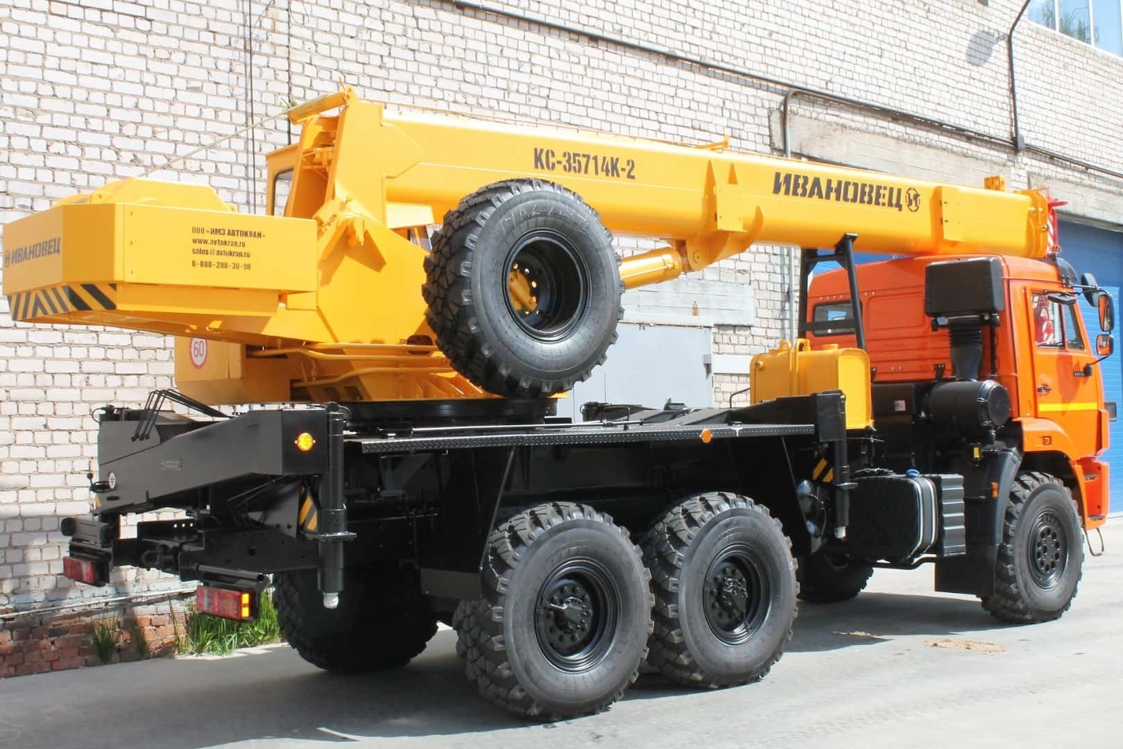 Аренда автокрана 16 тонн со стрелой 18 метров
